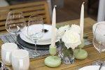 nakryty stół, kolacja przy świecach